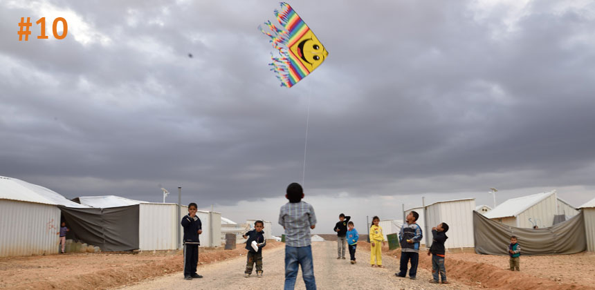 Syrian refugee children play with a kite in Azraq refugee camp, Jordan © Lucy Beck