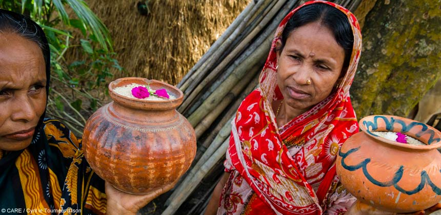 Women rice farmers in Bangladesh with pots of rice