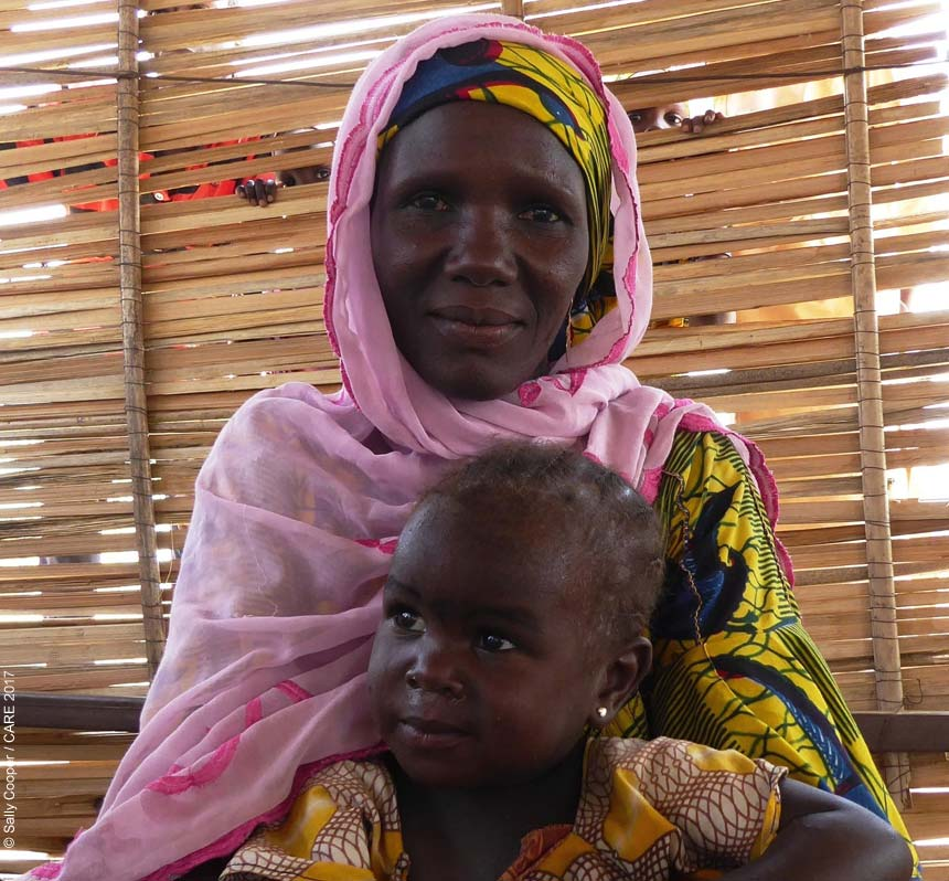 Woman and child in Diffa
