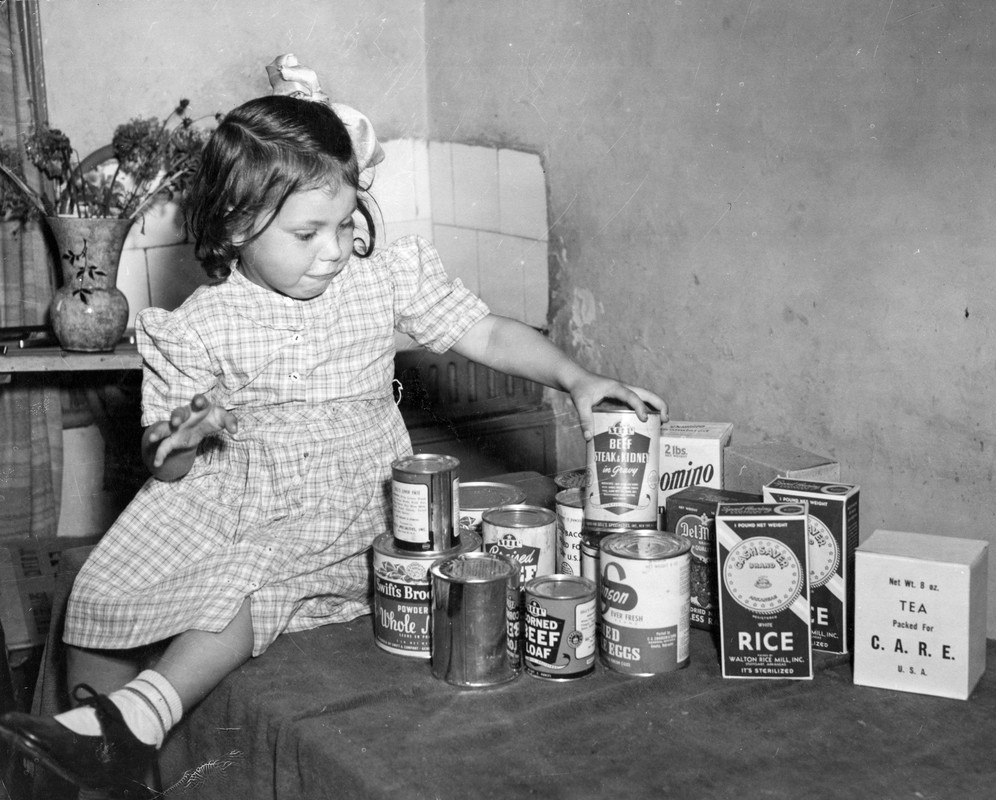 Frances Mason, aged 4 receiving the 10,000th CARE package from the US
