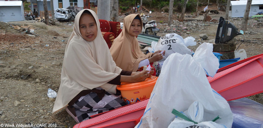 Women with CARE package kits in Sulawesi