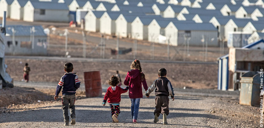 Children walking towards shelters at Azraq refugee camp