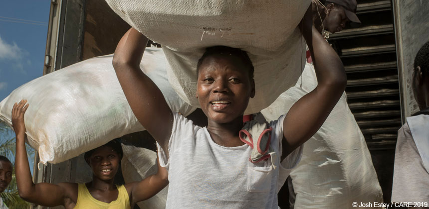Women unload emergency supplies in Mozambique