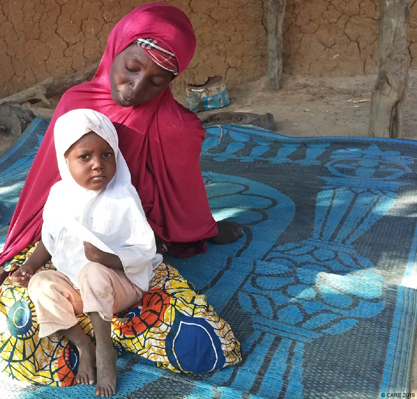 Ashta with Balki sitting down (Niger)