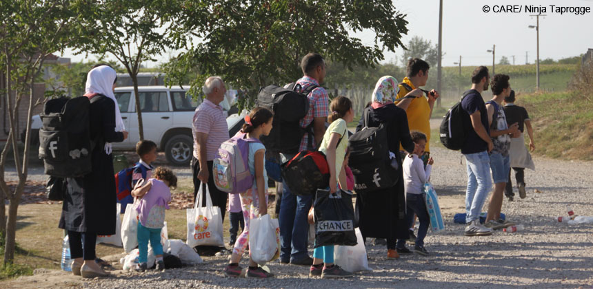A family from Aleppo is waiting for a bus from Kanjiza to Horgoš, a small Serbian town right at the border to the EU
