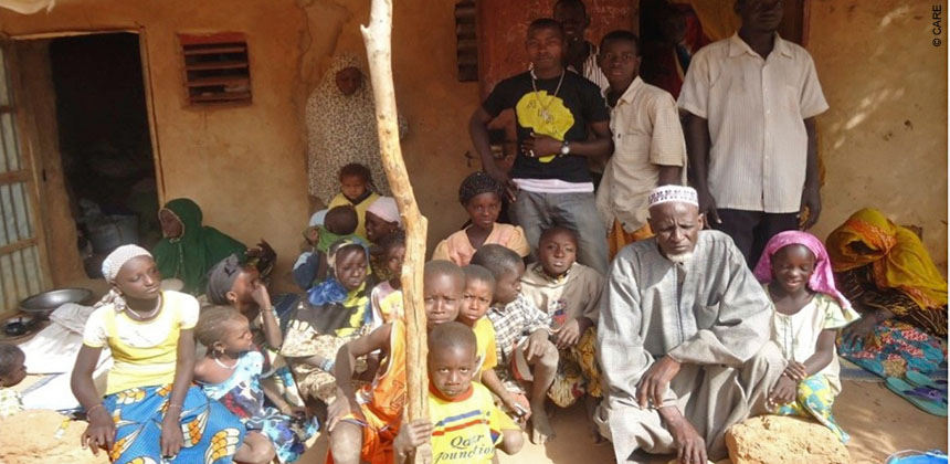 "A large family who have been ""displaced"" in Mali and are staying in Ségou. © CARE"