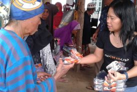 Kopernik's emergency programme response manager Dewi Hanifah, who is providing aid to those affected by the Indonesia earthquake