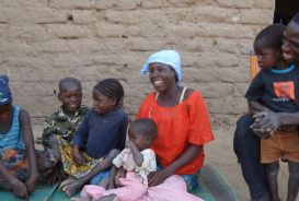 Nana and family in Niger
