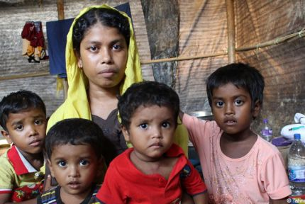 Ayesha and her children in Balukhali camp