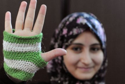 Raneem Alhomsi holding up her hand