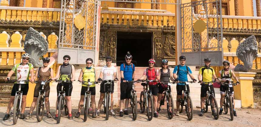 Participants in the Vietnam-Cambodia challenge event
